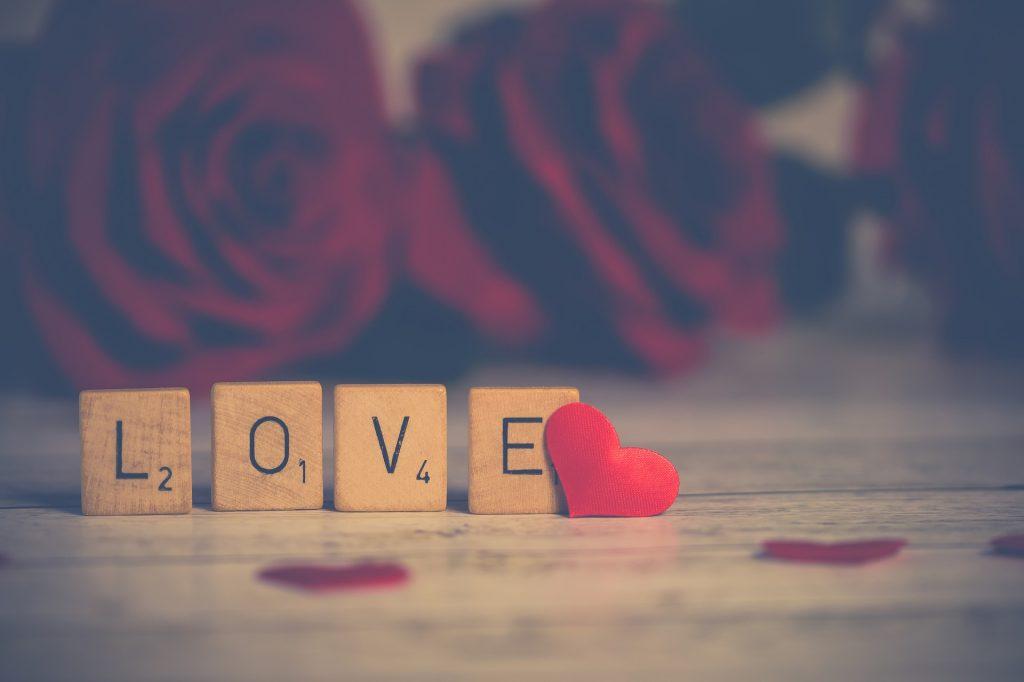 Liebe mit Scrabbel-Buchstaben (Bildrechte: pixabay/Nietjuh)