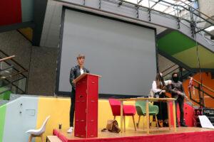 Darstellendes Spiel des Johanneums begrüßt die Zuschauer bei der Hombuch mit einer kleinen Vorführung