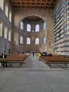 Konstantin Basilika innen